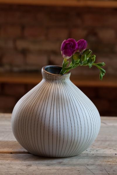 grafinteriors sch ner wohnen geht ganz einfach keramikvase asymmetric. Black Bedroom Furniture Sets. Home Design Ideas